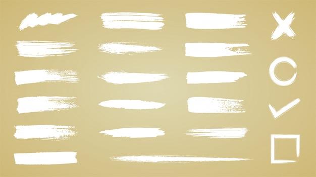 Insieme di tratti di pennello, pennellate di inchiostro bianco grunge
