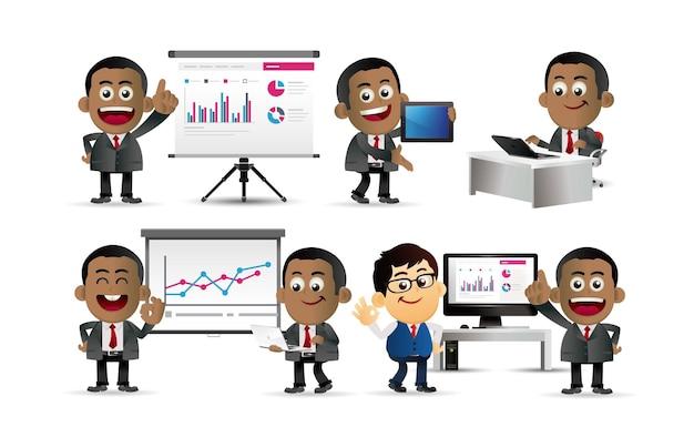 Insieme di uomini d'affari l'accordo di presentazione lavora al computer