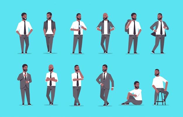 Impostare uomini d'affari in abbigliamento formale in piedi diverse pose sorridenti personaggi dei cartoni animati maschili uomini d'affari impiegati in posa insieme orizzontale a figura intera