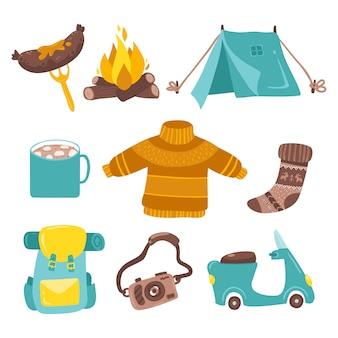 Set di adesivi da campeggio. picnic turistico. una tenda con un falò, cibo, uno zaino e altre cose. illustrazione piana isolata nello stile semplice del fumetto su un fondo bianco