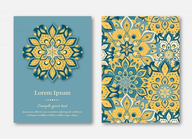 Set di carte, volantini, brochure, modelli con disegnati a mano manda
