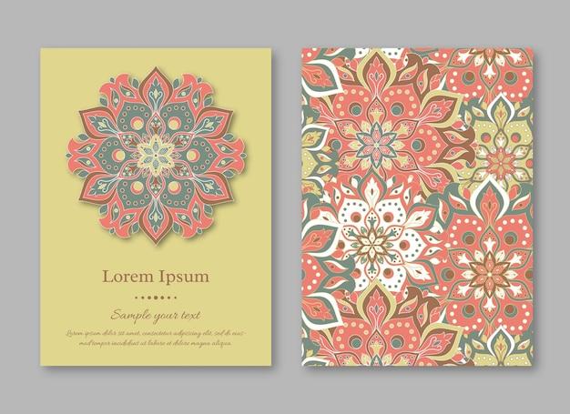 Set di modelli di carte con reticolo della mandala disegnato a mano. stile orientale vintage.