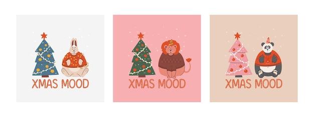 Set di carte con animali infelici dei cartoni animati e albero di natale lettering christmas mood