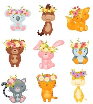 Set di animali dei cartoni animati con ghirlande di fiori sulle loro teste