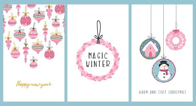 Set di cartoline di natale. palle, addobbi per l'albero, lettering pupazzo di neve