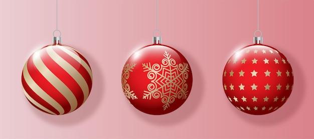 Set di palline di natale rosse con decorazioni in oro