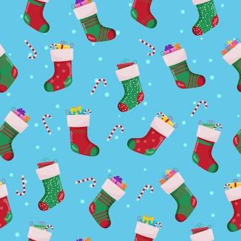 Set di calzini di natale nel modello senza cuciture di colori rosso e verde. accessori invernali.