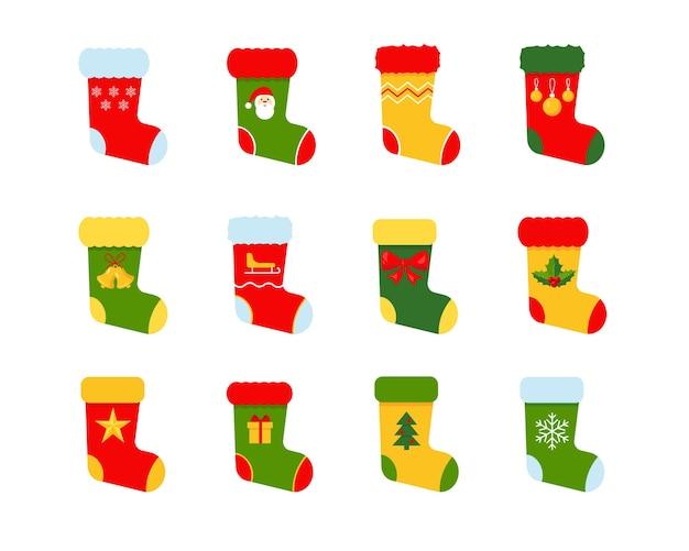 Set di calzini natalizi isolati su sfondo bianco