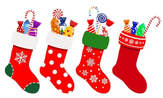 Set di calzini natalizi nei colori rosso con caramelle