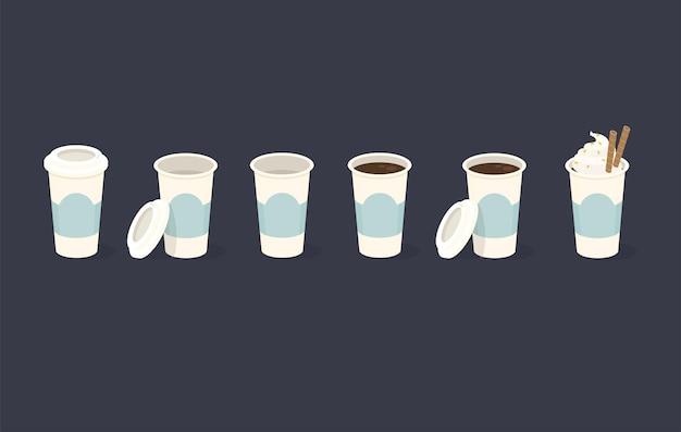 Set di bicchieri di plastica da caffè in diverse posizioni