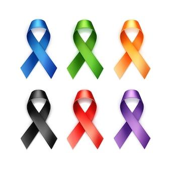 Insieme dei nastri colorati del cancro al seno su fondo bianco