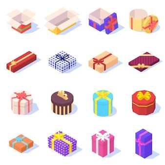 Set di scatole regalo colorate con nastro su bianco