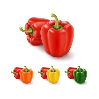 Insieme dei peperoni dolci bulgari dolci giallo verde arancio e rossi colorati, paprica isolata su bianco