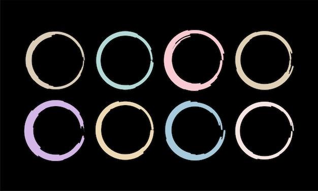 Set di elementi circolari con pennellate colorate
