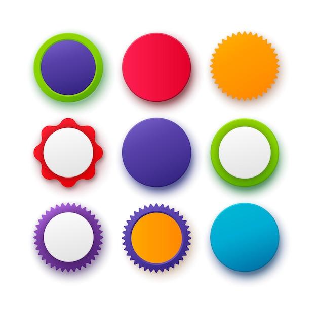 Set di distintivi circolari colorati distintivi rotondi di colori diversi isolati su distintivi e pulsanti vuoti di sfondo bianco
