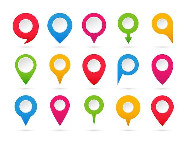Set di puntatori colorati. raccolta di indicatori di mappa. icone di navigazione e posizione.