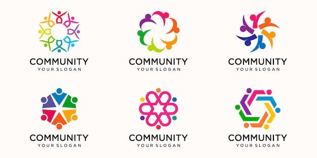 Set di modello di progettazione del logo della comunità colorato creativo. squadra di persone insieme icona.