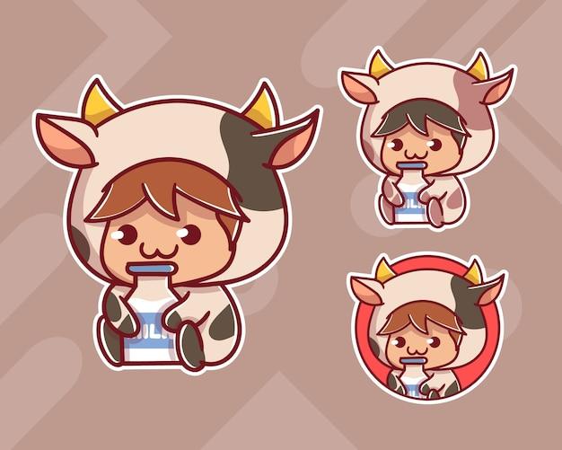 Set di ragazzo carino indossa mucca personalizzata con logo mascotte latte con aspetto opzionale.