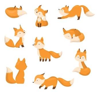 Una serie di volpi simpatico cartone animato in diverse azioni. illustrazione in stile cartone animato piatto. Vettore Premium