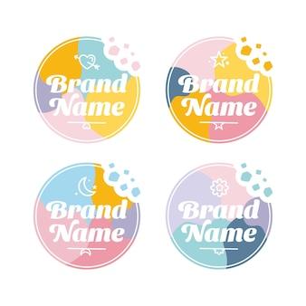 Set di modelli vettoriali con logo carino e colorato con emblema e crumble di bites of cookies