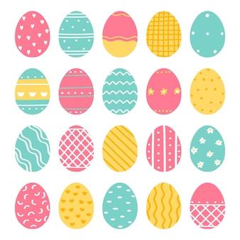 Insieme delle uova di pasqua decorate sveglie isolate su fondo bianco. illustrazione vettoriale in stile piatto.