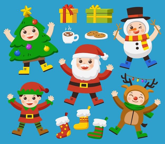 Set di simpatici bambini vestiti con costumi natalizi.