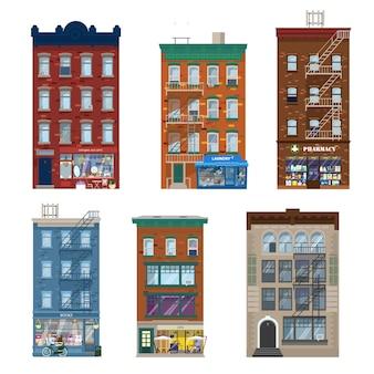Insieme di diversi edifici della città in stile manhattan con negozi, sguardi, elementi di decorazione. facciate di negozi in edifici in mattoni viventi. piatto.