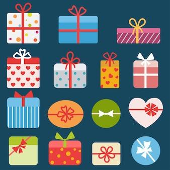 Set di diverse scatole regalo colorate. piatto