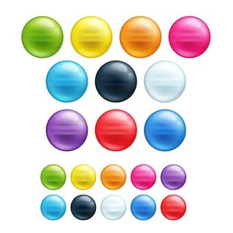 Set di diverse perle rotonde colorate.