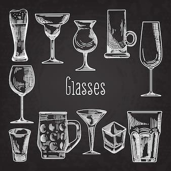 Set di bicchieri di bevande diverse