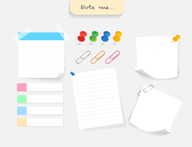 Set di diversi documenti nota con clip, puntina da disegno e tag di carta.