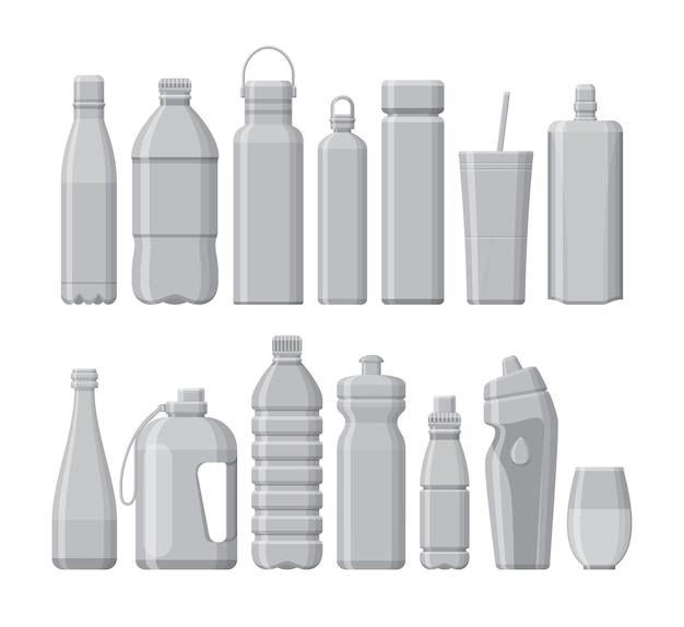 Set di sport diversi e bottiglie d'acqua in plastica isolate su bianco