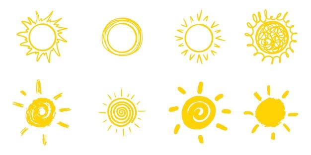 Insieme del sole di doodle isolato su priorità bassa bianca. elementi di design. illustrazione vettoriale.