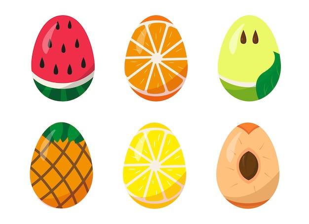 Set di uova di pasqua dipinte come frutta su sfondo bianco.