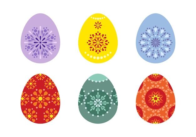 Set di uova di pasqua dipinte con motivi tradizionali.
