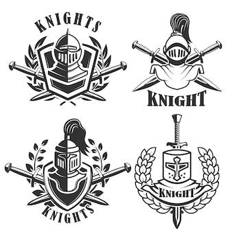 Set di emblemi con elmi e spade di cavalieri. elementi per logo, etichetta, badge, segno. illustrazione
