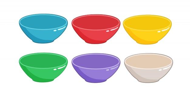 Set di ciotole vuote di diversi colori isolati