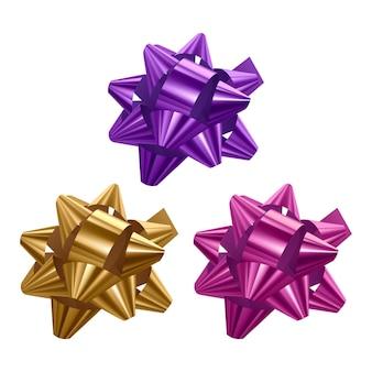 Set di fiocchi festivi di colori viola, rosa e gialli su sfondo bianco, illustrazione