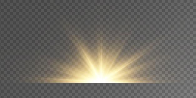 Set di lampi, luci e scintillii su uno sfondo trasparente. bagliori e riflessi dorati luminosi. indicatori luminosi dorati astratti