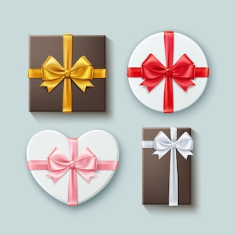 Set di scatole regalo diverse forme con nastri e fiocchetti. isolato su sfondo, vista dall'alto