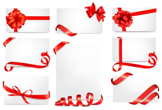 Set di carte regalo con fiocchi regalo rossi con nastri