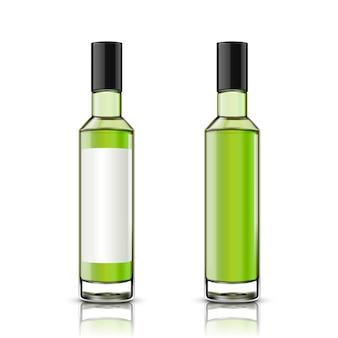 Set di bottiglia di vetro, uno con etichetta vuota, l'altro senza su sfondo bianco