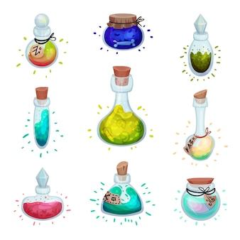 Set di bottiglie di vetro di diverse forme con elisir