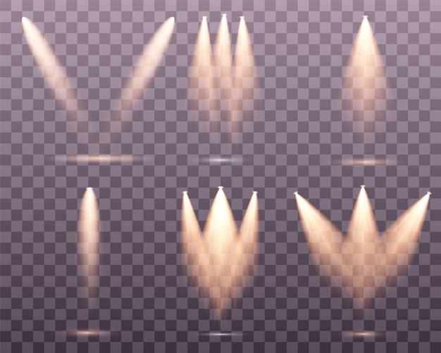 Set di riflettori dorati isolato. luci calde gialle ... effetto della luce set di faretti isolati vettore. luce del palco.