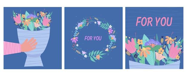 Set di biglietti di auguri con fiori. su sfondo blu.