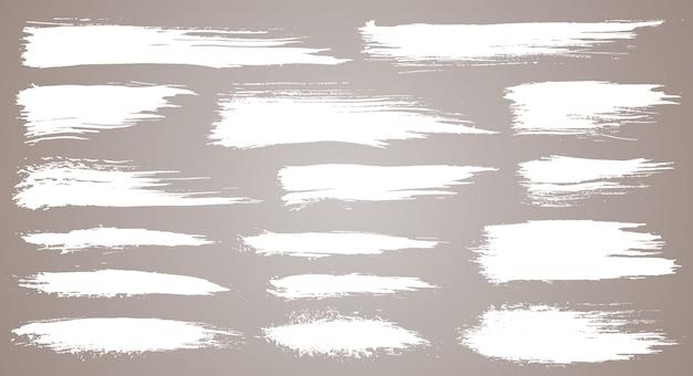Set di pennellate artistiche grunge, pennelli. elementi di design creativo. pennellate larghe dell'acquerello di lerciume. raccolta bianca isolata su fondo bianco