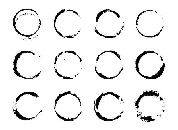 Set di pennellate grunge tratti pennellate con un pennello asciutto. macchie di inchiostro astratte