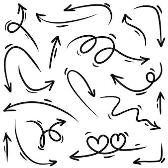 Insieme dello scarabocchio disegnato a mano delle frecce di vettore
