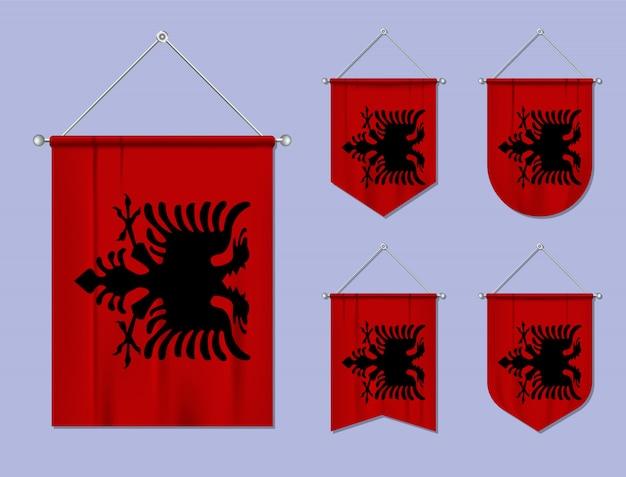 Set di appendere bandiere albania con trama tessile. forme di diversità del paese di bandiera nazionale. stendardo modello verticale.