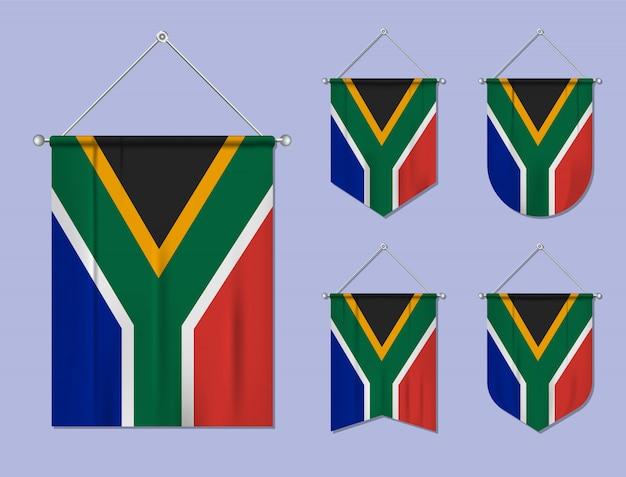 Set di appendere bandiere sudafrica con trama tessile. forme di diversità del paese di bandiera nazionale. stendardo modello verticale.